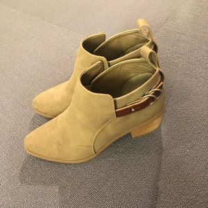 American Eagle Toupe Booties